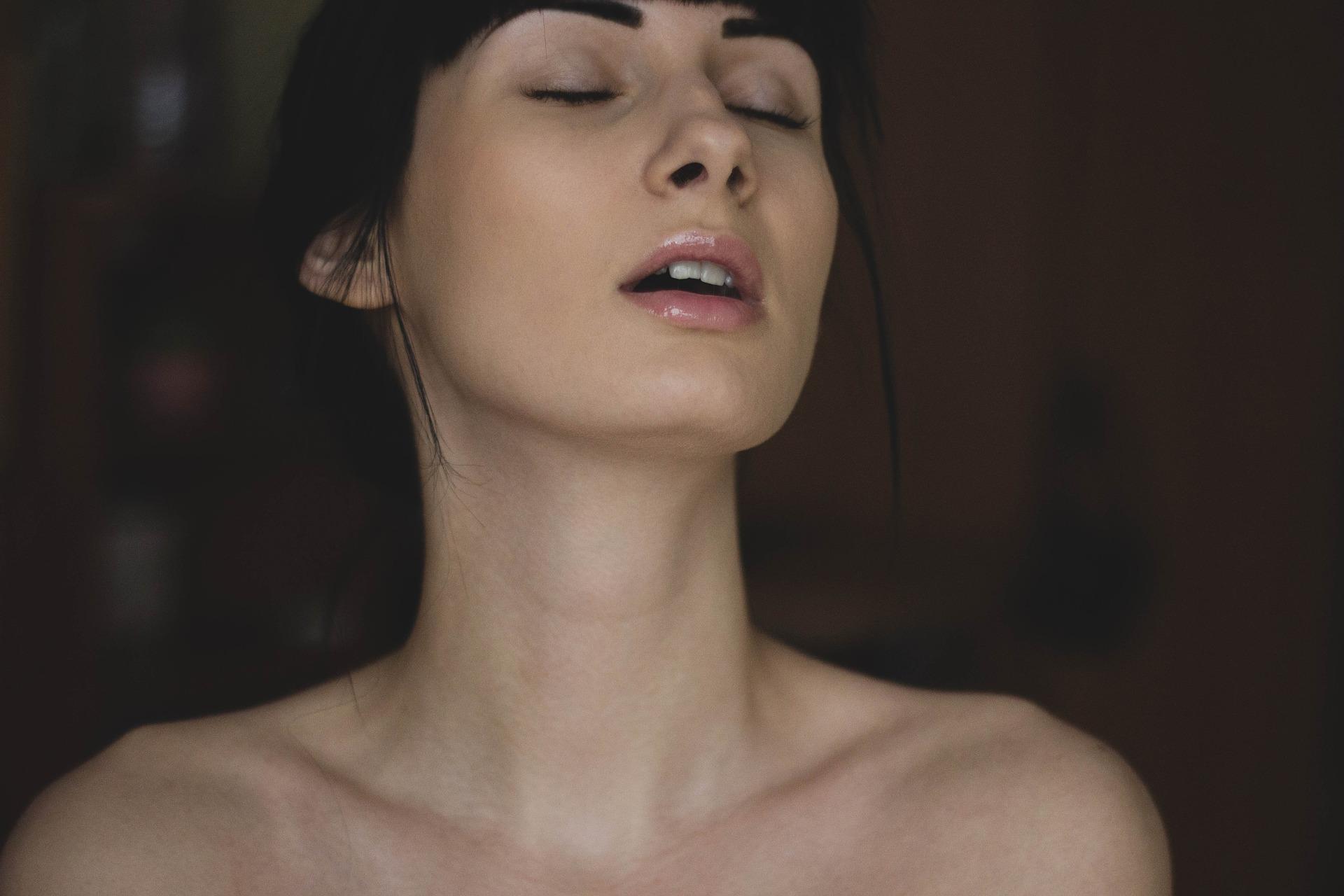 Лица женщин во время экстаза — 9