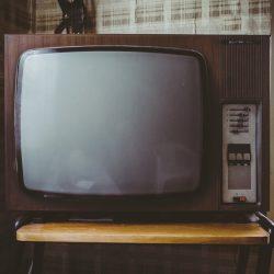 упал телевизор